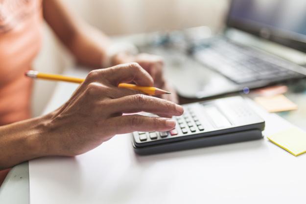 Obligaciones fiscales al vender mi farmacia